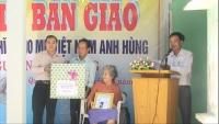 Tập đoàn Bưu chính Viễn thông (VNPT) Việt Nam tổ chức lễ bàn giao nhà tình nghĩa cho MVNAH Nguyễn Thị Trung xã Quế Châu